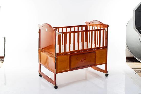 小明星童车厂,主打婴儿木床儿童餐椅封面大图